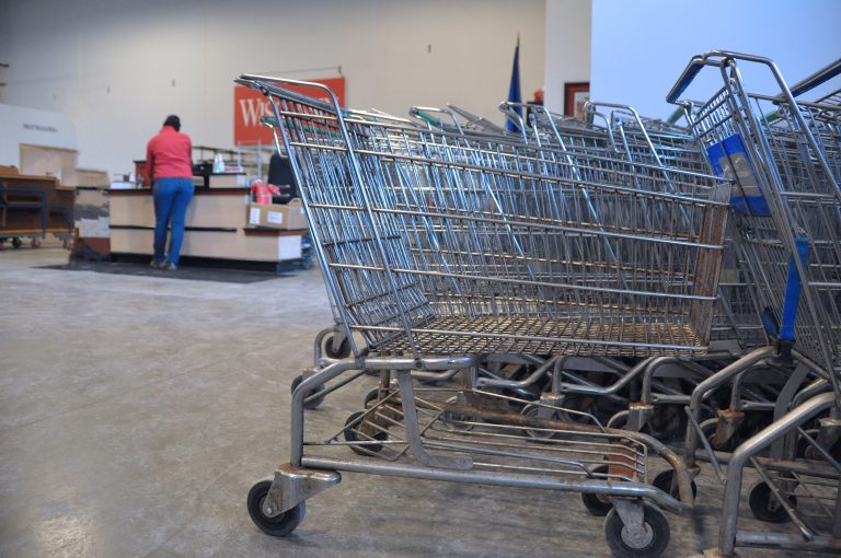Shopping cart with cashier station